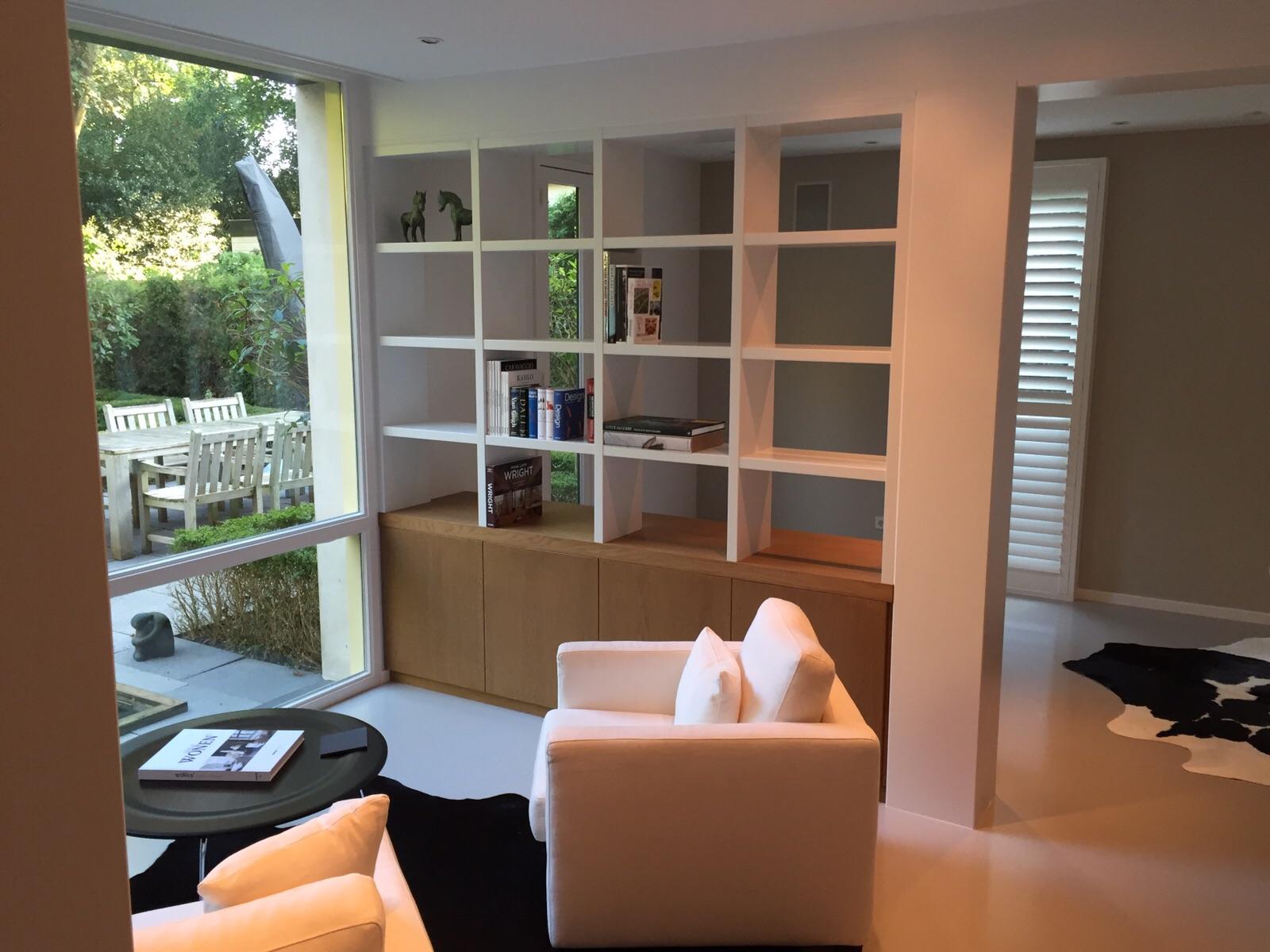 Kastenwand en bureau voorkant meubelmakerij van diemen