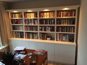 Boekenkast met licht