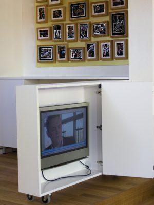 TV kast verrijdbaar open